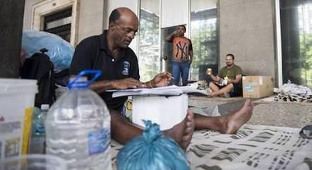 Carlos viveu quatro anos em situação de rua no Rio de Janeiro. Foi ali que encontrou uma oportunidade para voltar a estudar