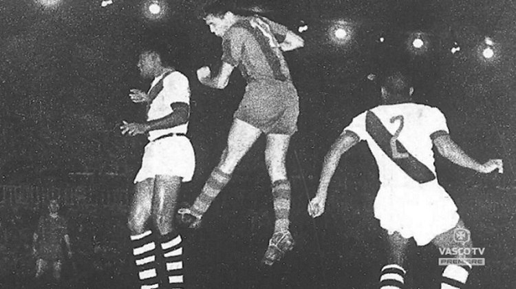 Carlos Alberto, Dario e Viana; Larte, Orlando e Ortunho; Sabará, Livinho, Vavá (Wilson Moreira), Válter Marciano e Pinga. Foi com esse time que em 23 de junho de 1957 o Vasco goleou o Barcelona na Espanha por 7 a 2. Até hoje uma das maiores derrotas da história do clube catalão em toda a sua história. Os gols vascaínos foram marcados por Laerte (3), Vavá (2), Válter e Wilson Moreira. Essa, porém, não é a única goleada vascaína sobre equipes da Europa. Outros grandes clubes do Velho Continente também já sofreram com os cruz-maltinos. Confira na galeira!