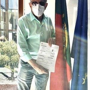 Apresentador exibiu documento