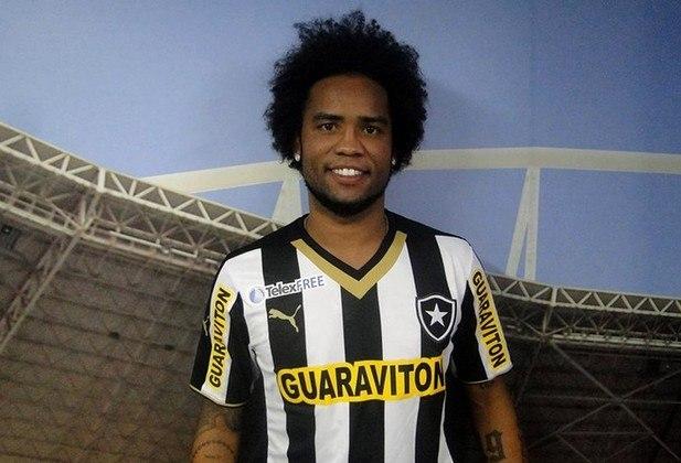 Carlos Alberto deixou o Botafogo também em litígio em 2008. O meia contestou o atraso de três meses do salário e a falta de pagamento de FGTS e do INSS.
