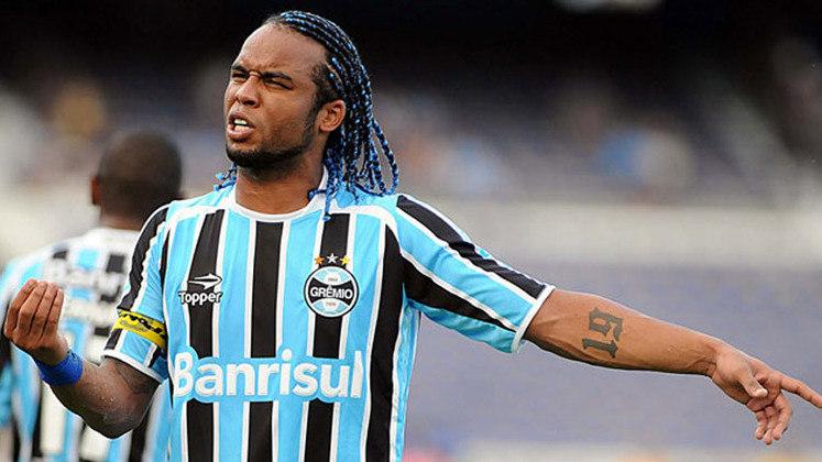 Carlos Alberto - Grêmio - Chegou para ser um dos líderes do meio-campo gremista, mas não foi bem dentro de campo e foi pivô de algumas discussões no Imortal.
