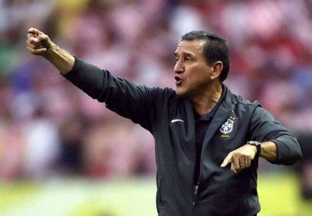 CARLOS ALBERTO PARREIRA - O técnico da Seleção em 2004, se aposentou do futebol após a Copa do Mundo de 2014, quando era coordenador técnico do Brasil..