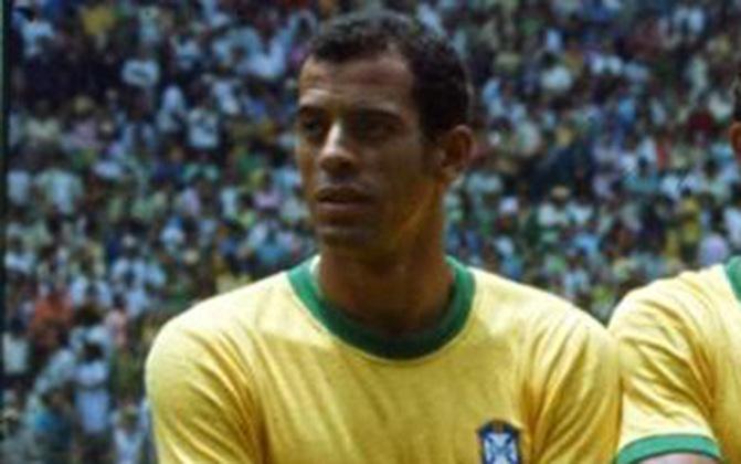 Carlos Alberto Torres, capitão do tricampeonato mundial da Seleção Brasileira, tem seus nobres pés lembrados no Maracanã.