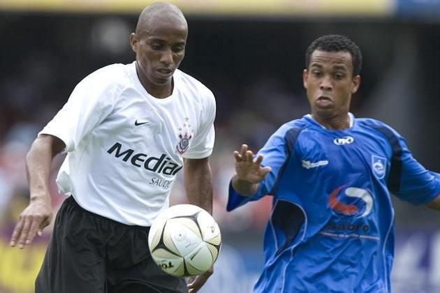 Carlos Alberto - volante - 43 anos - Jogou no Corinthians entre 2007 e 2008. Seu último clube foi o Camboriú, de Santa Catarina.