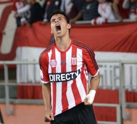 Carlos Auzqui – Sem espaço no River Plate, o argentino chegou a ser emprestado para o Lanús e retornou no início dessa temporada. Sem jogar desde março, pode ser uma boa opção para os times brasileiros.