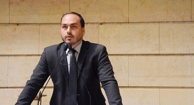 Segundo o gerente-geral da Pfizer, Carlos Murillo, Carlos Bolsonaro participou de reunião sobre aquisição de vacinas