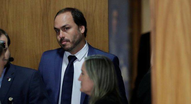 Disputa por decisões na campanha iniciou mal-estar entre Bebianno e Carlos Bolsonaro (foto)