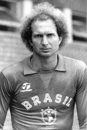 Carlos - Começou na Ponte Preta, mas passou por Corinthians, Atlético Mineiro e Palmeiras. Figura fácil na seleção brasileira de 1978 a 1986, quando foi titular absoluto na Copa do Mundo. Foi o goleiro antecessor a Taffarel com a amarelinha. Depois que se aposentou, passou a trabalhar como preparador de goleiros. Atualmente é treinador de goleiros do São Paulo, onde chegou em 2012 na base, até a promoção para o time principal
