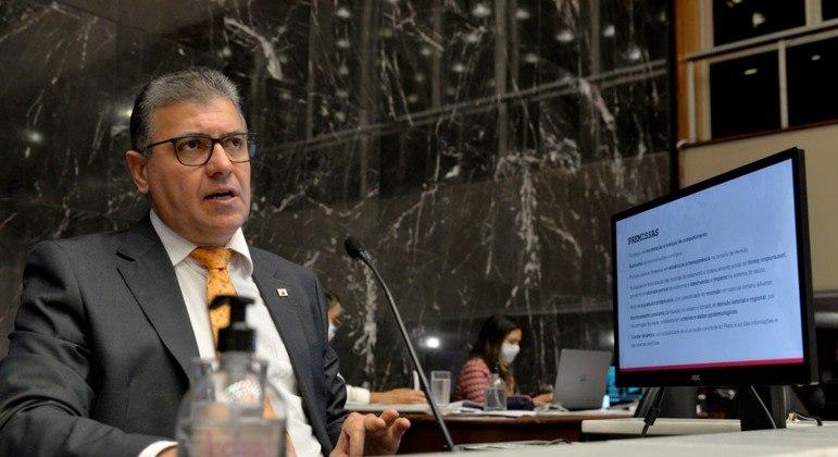Carlos Eduardo Amaral foi exonerado após escândalo dos fura-fila da vacinação