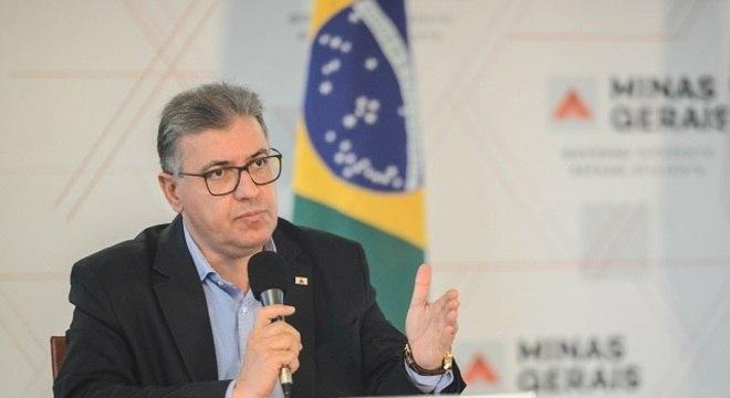 Secretário Carlos Eduardo concede entrevista coletiva