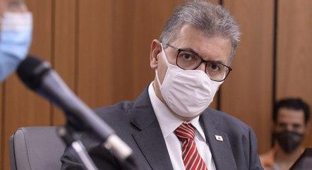 Secretário nega irregularidades em vacinação