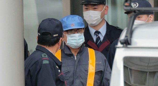 Carlos Ghosn ao deixar a prisão em março de 2019, 'disfarçado' de trabalhador da construção civil