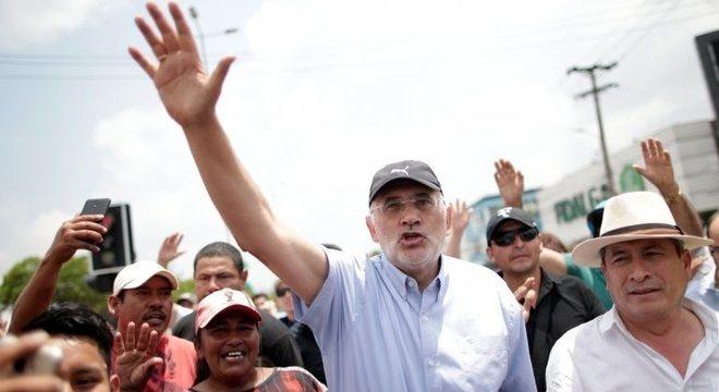 O candidato de oposição Carlos Mesa, que ficou em segundo lugar, afirmou que houve fraude na recontagem dos votos