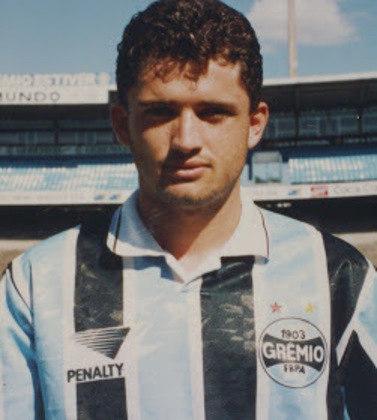Carlos Miguel - O ex-meia, que teve ótima passagem no Grêmio, atuou 71 vezes pela Copa do Brasil. Foi bicampeão com o clube gaúcho em 1994 e 1997.
