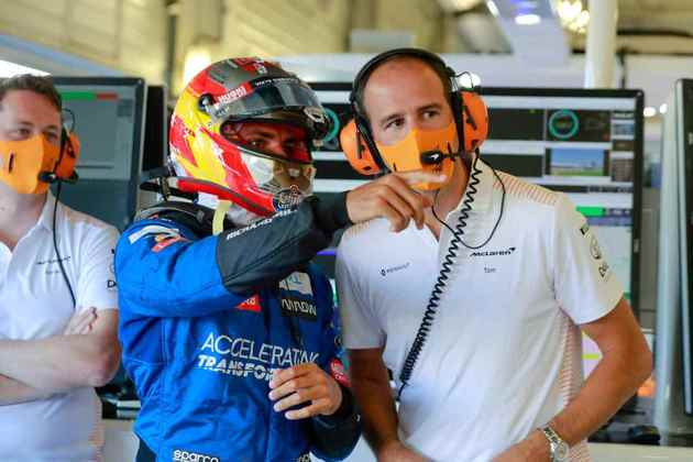 Carlos Sainz bateu o companheiro Norris e ficou no sexto lugar