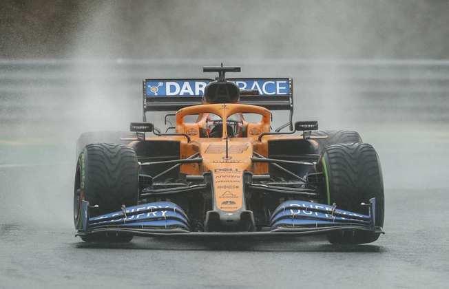 Carlos Sainz fez o terceiro tempo no TL2