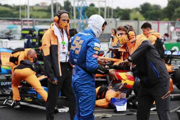 Carlos Sainz Jr. foi apenas o nono colocado
