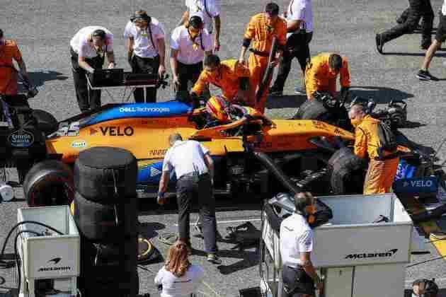 Carlos Sainz Jr. foi um dos pilotos que abandonou após o grande acidente da volta 7