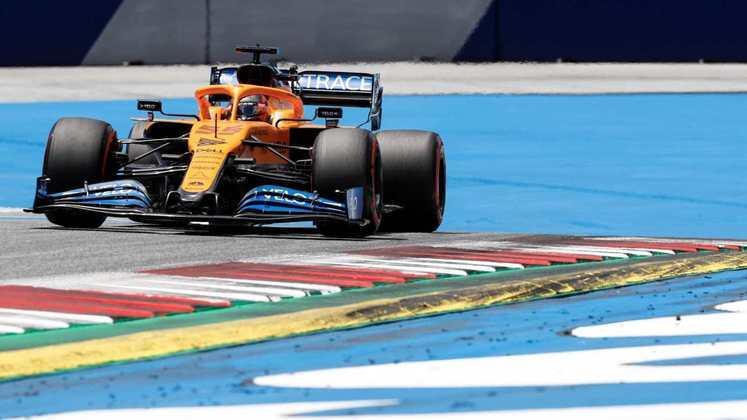 Carlos Sainz também avançou ao Q3 com a McLaren e ficou em oitavo