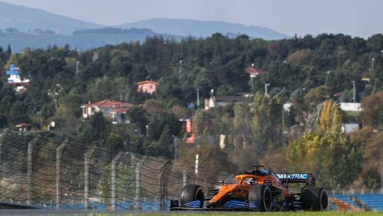 Carlos Sainz terminou a sexta-feira apenas em 14º.