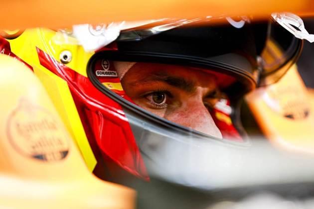 Carlos Sainz teve problemas na suspensão.