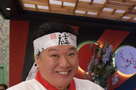 Carlos Takeshi em seu papel como Takashi na novela Amor Sem Igual