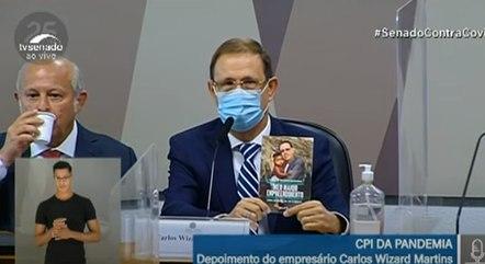 Carlos Wizard apresenta livro na CPI