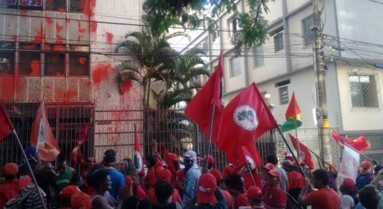 Manifestantes do MST