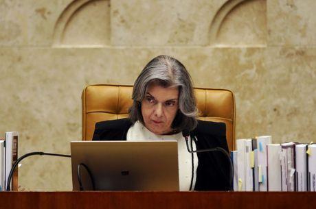 Cármen Lúcia é a presidente do Brasil em exercício