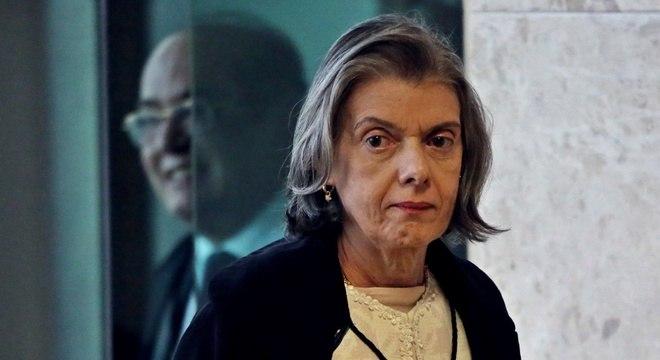 Cármen Lúcia votou contra o aumento de salário dos ministros