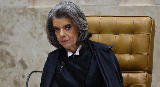 Cármen Lúcia fica no cargo até Temer voltar ao Brasil no sábado (14)