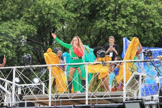 Daniela Mercury dá show no Circuito Campo Grande-Salvador