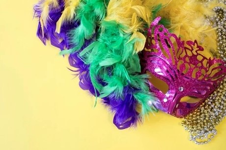 Acessórios complementam o look carnavalesco