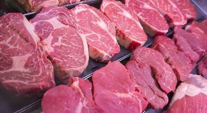 Estudo reforça as evidências de que a ingestão de carne vermelha e processada pode ser prejudicial à saúde, conforme alerta a OMS