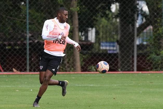 Carneiro - após cumprir suspensão por doping, foi reintegrado ao elenco neste retorno aos treinos e busca espaço com Diniz.