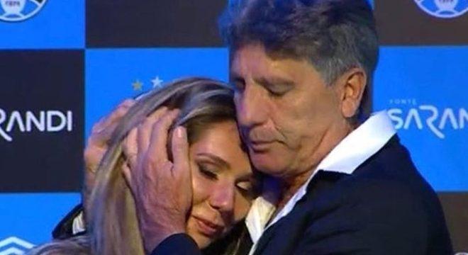 Carol. Agredida, xingada no Rio. Por representar o Grêmio de Renato Gaúcho