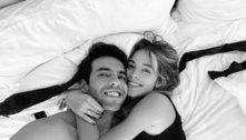 Após polêmica com ex, Kaká posa com atual na cama: 'Seguros, fortes'