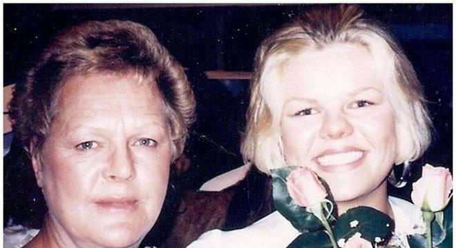 Angie Dodge (direita) visitou a mãe, Carol, menos de 12 horas antes de ser assassinada.