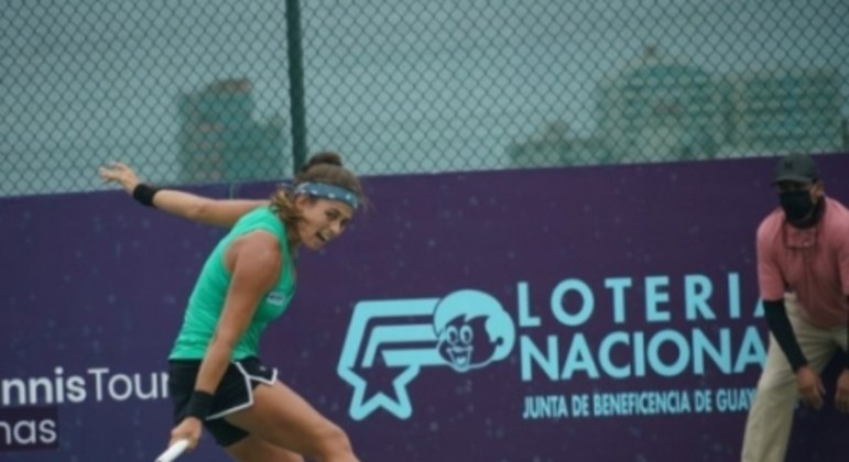 Carol Meligeni em ação no ITF de Salinas, no Equador