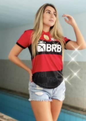 Carol Portaluppi posta foto com a camisa do Flamengo