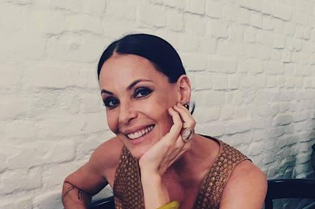 """Carolina Ferraz é contratada para o """"Domingo Espetacular"""""""