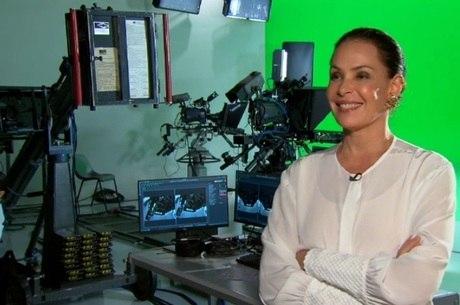 """Carolina Ferraz participa de especial do """"JR"""" sobre os 70 anos da Televisão Brasileira"""