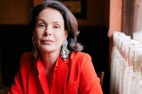 Carolina Ferraz estreia no comando do Domingo Espetacular em julho