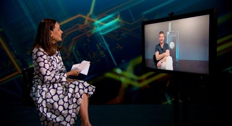 Carolina Ferraz entrevista Antonio Banderas para o Domingo Espetacular