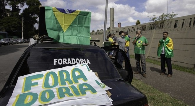Protesto critica ampliação de 'quarentena' no estado de São Paulo