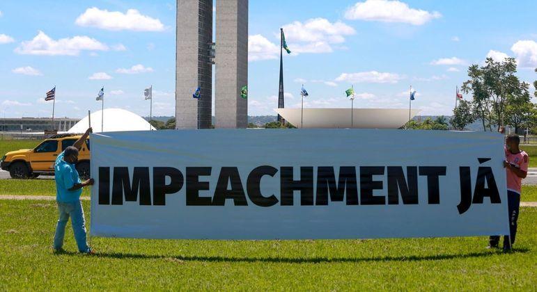 Manifestantes em Brasília pedem a saída do presidente Jair Bolsonaro