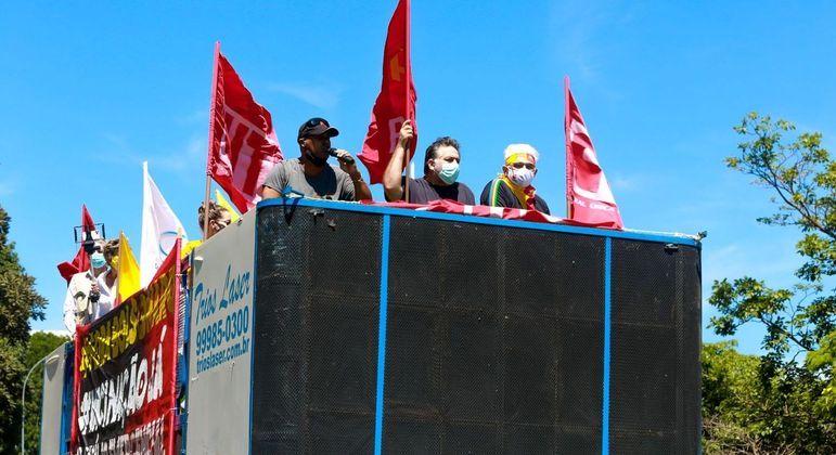 Ato no centro de Brasília pede a saída do presidente