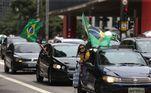 Carreata contra o presidente Jair Bolsonaro passa pela Avenida Paulista, região centro- sul da cidade de São Paulo, na manhã deste domingo (24). O ato organizado por ativistas do Vem pra Rua e do Movimento Brasil Livre (MBL) percorreu as ruas de São Paulo pedindo o impeachment de Bolsonaro. Os manifestantes saíram da Praça Charles Miller, no Pacaembu, por volta das 10h40 e seguiram em direção à Avenida Paulista, Avenida 23 de Maio e Monumento às Bandeiras, em frente ao Parque Ibirapuera.