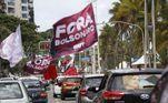PE - BOLSONARO/IMPEACHMENT/RECIFE/CARREATA - GERAL - Manifestantes participam de carreata contra o presidente Jair Bolsonaro no Recife (PE), neste sábado (23). O ato marca o Dia Nacional de Mobilização, organizado pelas Frentes Brasil Popular e Povo sem Medo, com o apoio da CUT. Os manifestantes reivindicam a vacinação contra a covid-19 de toda a população, a volta do auxílio emergencial e também o impeachment do presidente. A concentração da carreata teve início às 9h, em frente à Fábrica Tacaruna, na Avenida Agamenon Magalhães, no Recife. Os manifestantes se dirigiram pela Avenida Agamenon Magalhães, até o bairro do Pina, zona sul da cidade. 23/01/2021 - Foto: RODRIGO BALTAR/AGÊNCIA PIXEL PRESS/ESTADÃO CONTEÚDO