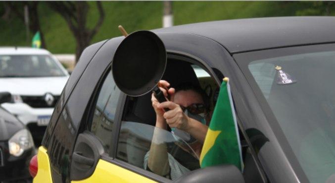 Manifestantes se concentram para carreata no Pacaembu